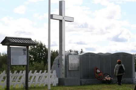 Suomalaisten hautausmaa ja muistomerkki sodissa kaatuneille.